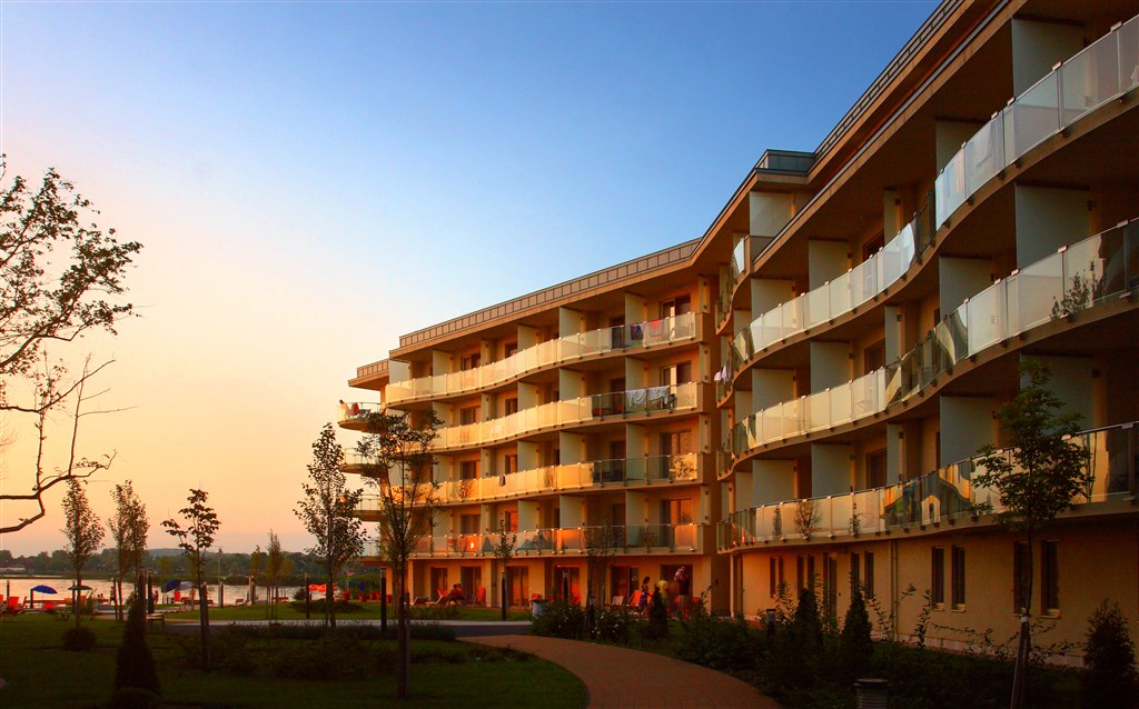 Hotel VELENCE RESORT & SPA -