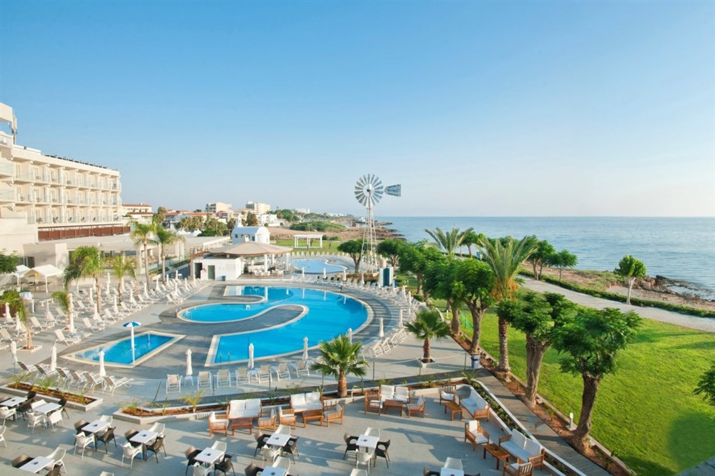 PERNERA BEACH CLUB -